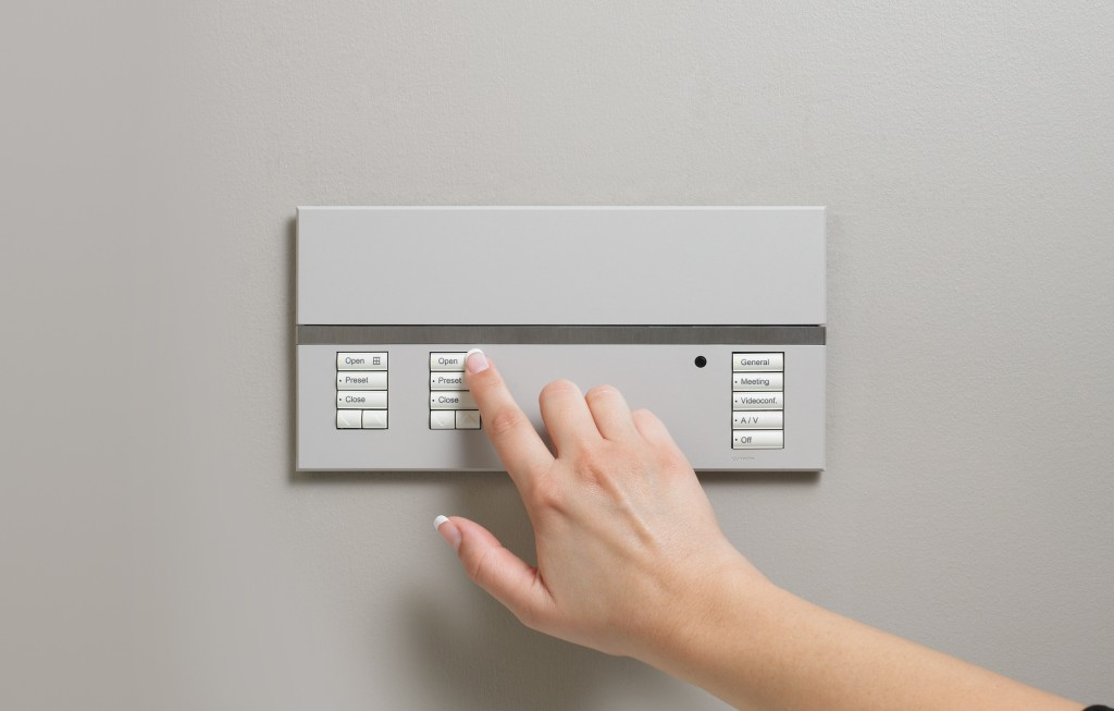 The main unit for the Lutron GRAFIK Eye QS system (Image Source: Lutron)